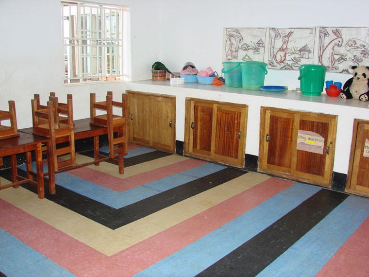 Während die Klassenräume der Taubblinden schön aufgeräumt sind, ...