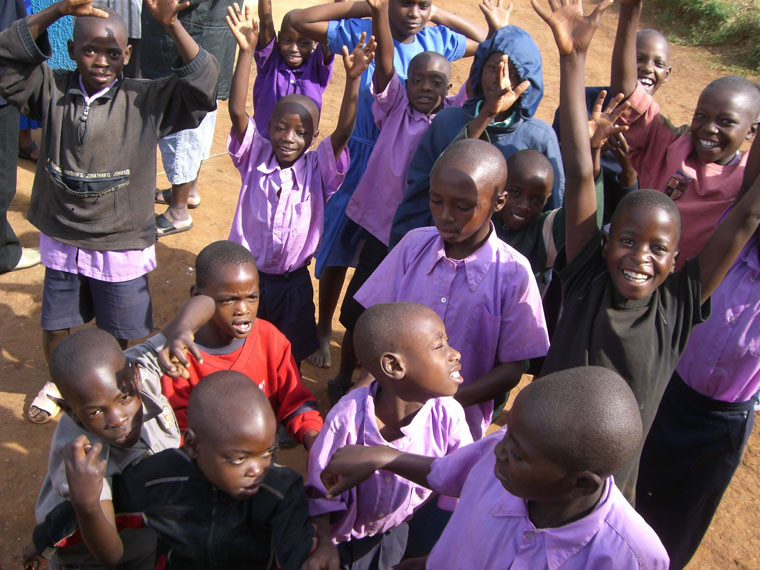 ...die Kinder empfingen uns ganz fröhlich, ...