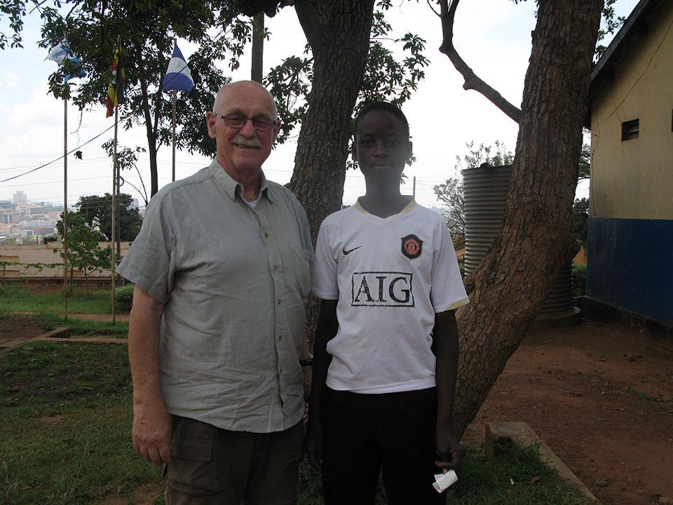 Auf dem Weg zum Flughafen machten wir in der Berufsschule in Kampala halt, um Trevor, das Patenkind von Gerhard Ehrenreich zu besuchen, welcher dort eine Schreinerausbildung absolviert.