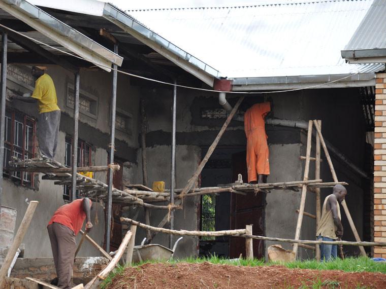 ...denn z.B. an dem Bau der fünf neuen Klassenräume wurde immer noch gearbeitet.