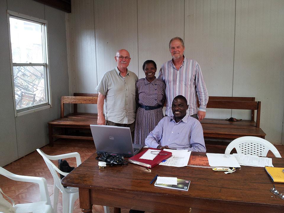 Für uns unverzichtbare Personen vor Ort: die ugandische Gebärdensprachdolmetscherin Prossy Suubi und Projektmitarbeiter Stephen Kasumba.