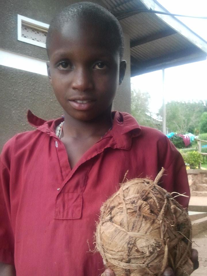 ...wieder zu unseren gehörlosen Kindern in Uganda.