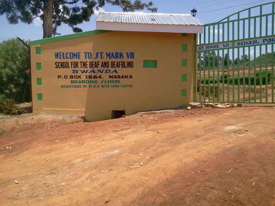 Von nun an sind die Kinder der St. Mark VII. School for the Deaf vor Fremden besser geschützt.