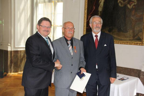 links Innenstaatssekretär Eck, rechts Regierungspräsident Dr. Beinhofer