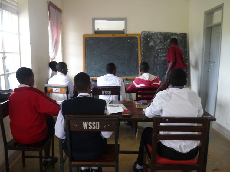 Auf dem Weg zum Flughafen besuchen wir noch die weiterführende Schule in Wakiso, ...