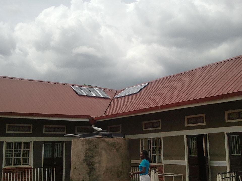 ...das Dach der Taubblindenschule schmückten.