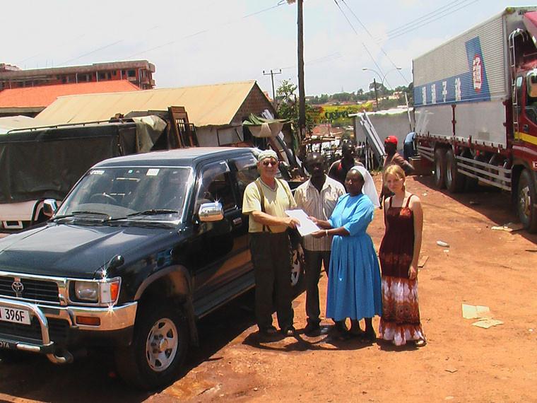 Wieder in der Hauptstadt angekommen konnte die Kaufabwicklung des Jeeps endlich über die Bühne gehen, unser herzlicher Dank gebührt Manfred Thums für seine erneute Spende!