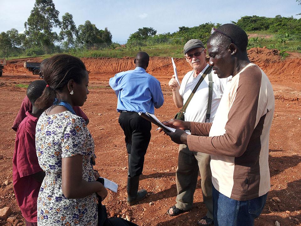 ...ein Teil des Afrikaprojekts bleiben und auch den Kindergartenbau betreuen.