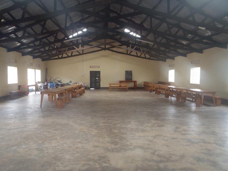 Der Speisesaal, fast identisch gebaut wie der in Bwanda.