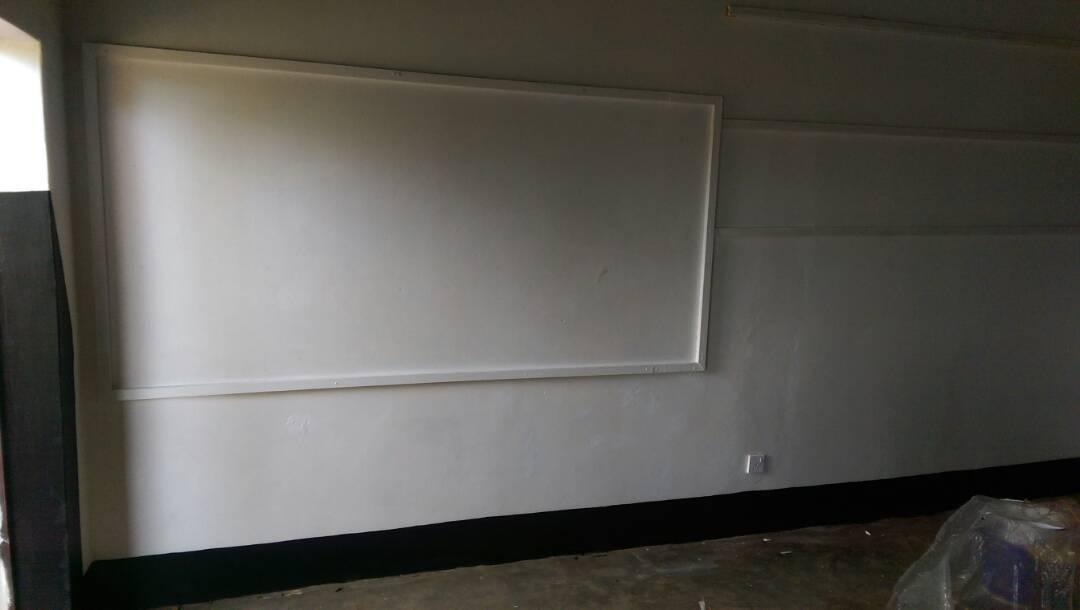 Die Pinnwand im Klassenzimmer der Taub-Blinden
