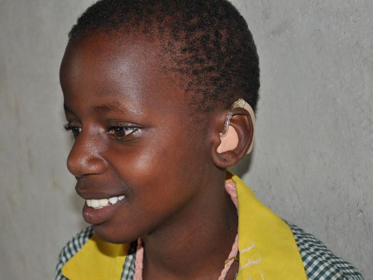 ...welche gebrauchte Hörgeräte gesammelt und den Kindern in Uganda zur Verfügung gestellt haben.