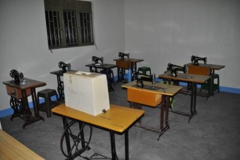 Nähmaschinen für die SchneiderInnen-Ausbildung