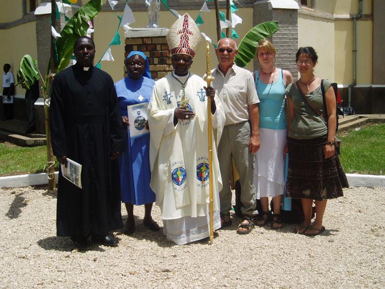 ...auch der ugandische Bischof blieb nicht fern.