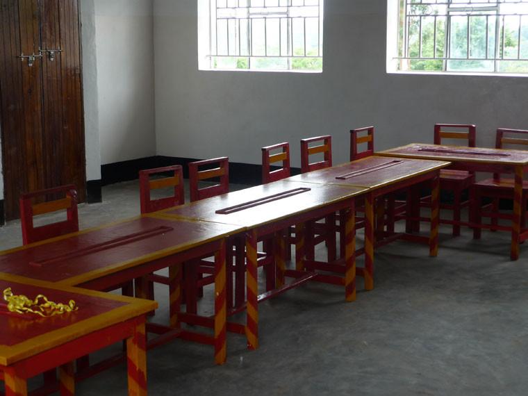 ...und des Kindergartens, die vorläufig den Computerraum belegen werden, bis der neue Kindergarten fertig ist.