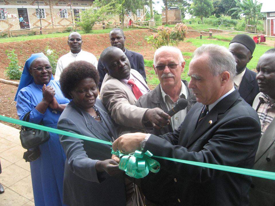 Im April 2009 wurden diese vom deutschen Botschafter Hr. Buchholz und der ugandischen Schulministerin eröffnet.