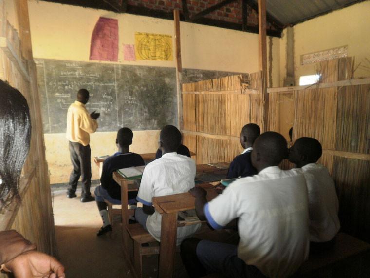 ...uns nach dem Zustand der zwei ortsansäßigen Gehörlosenschulen erkundigten...