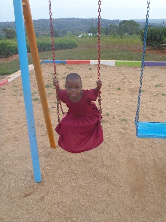 """Der Spielplatz neben der Taubblindenschule wurde von der Organisation """"Sense"""" gespendet, ..."""