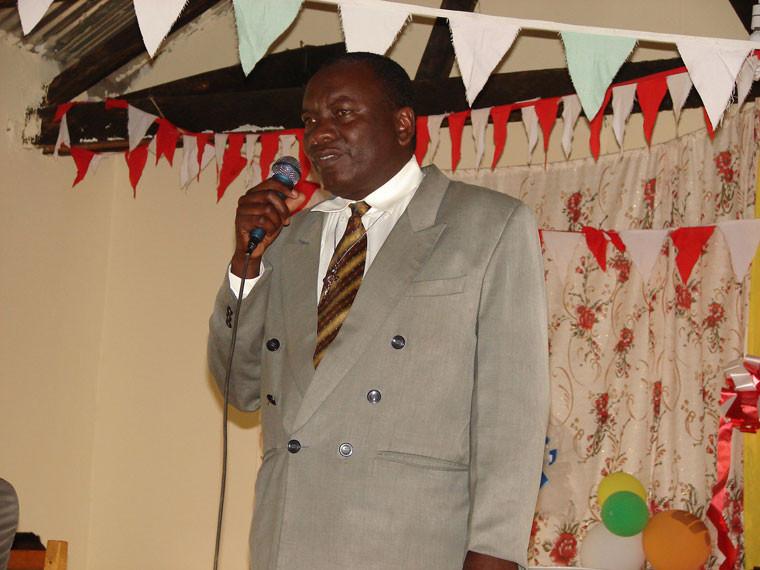 Ranghohe Vertreter sind dem Ruf gefolgt: hier der Bürgermeister von Masaka, ...