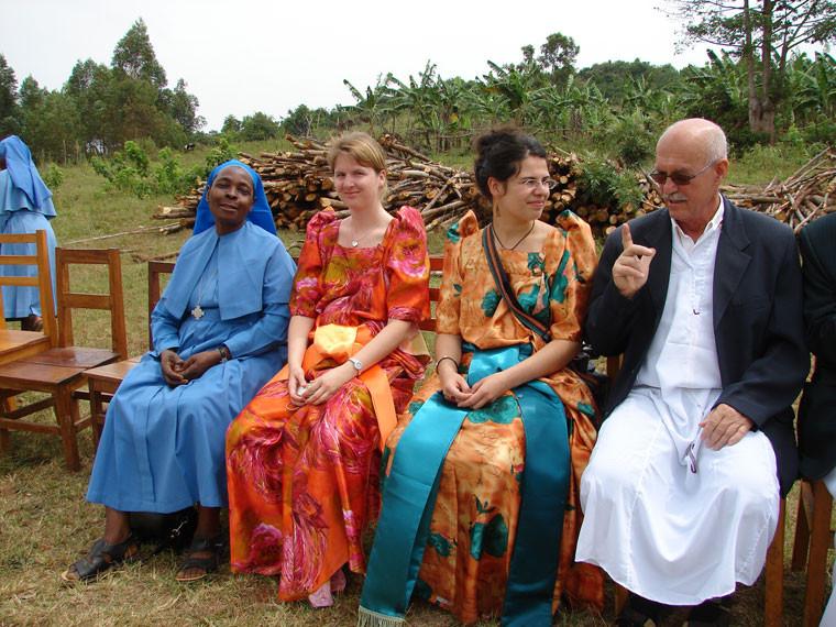 Ganz im Stile der ugandischen Tradition, ...