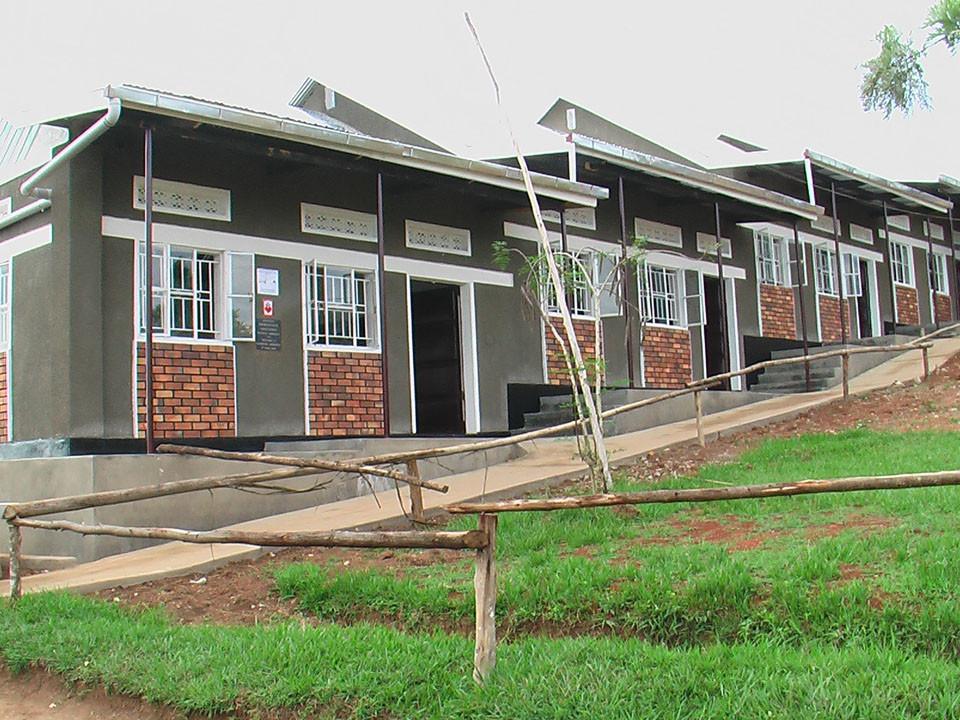 ...und Ende März 2009 waren die ersten fünf Klassenzimmer...