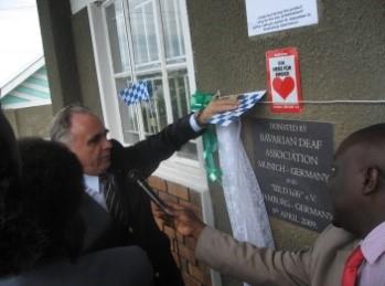 Der Botschafter enthüllt die Spendernamen