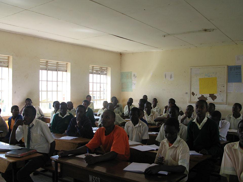 Mit einem Zweitwagen fuhren wir dann nach Wakiso, einer weiterführenden Schule, diese einige Schulabgänger von Masaka besuchen.