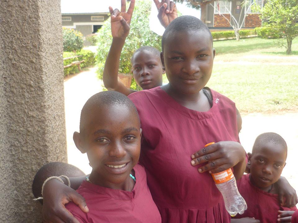 Strahlende Mädchenaugen in Bwanda, ...