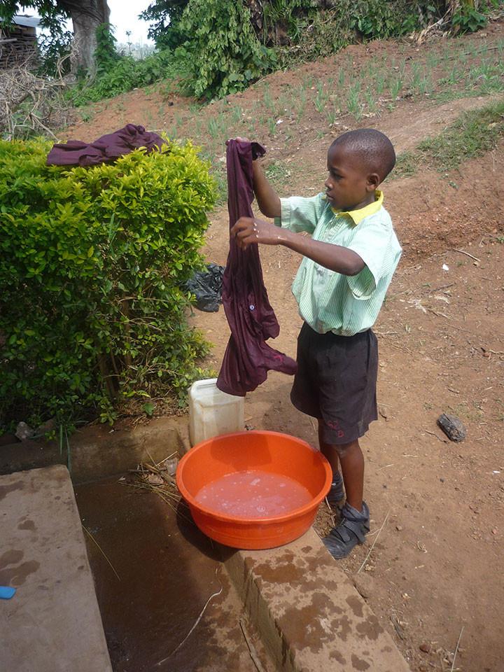 ...während die Jungs sich um die Wäsche kümmern.