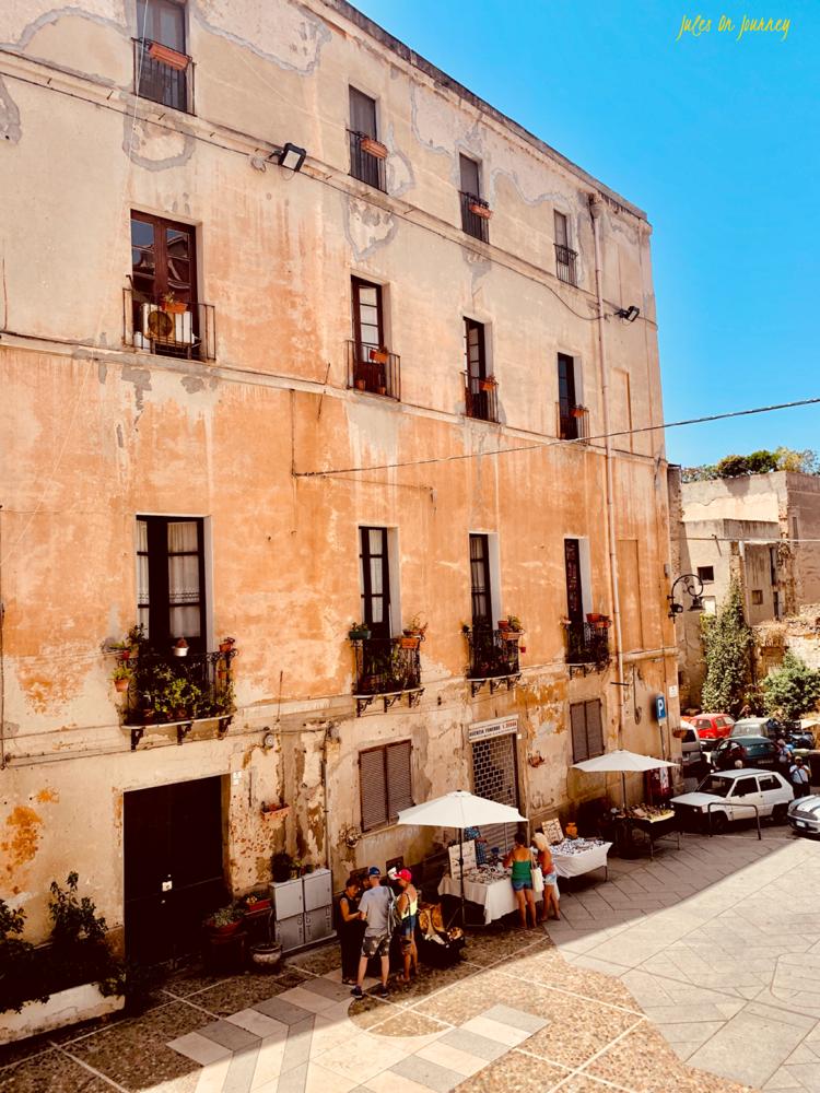 Blick auf ein Stück der Altstadt Cagliaris.