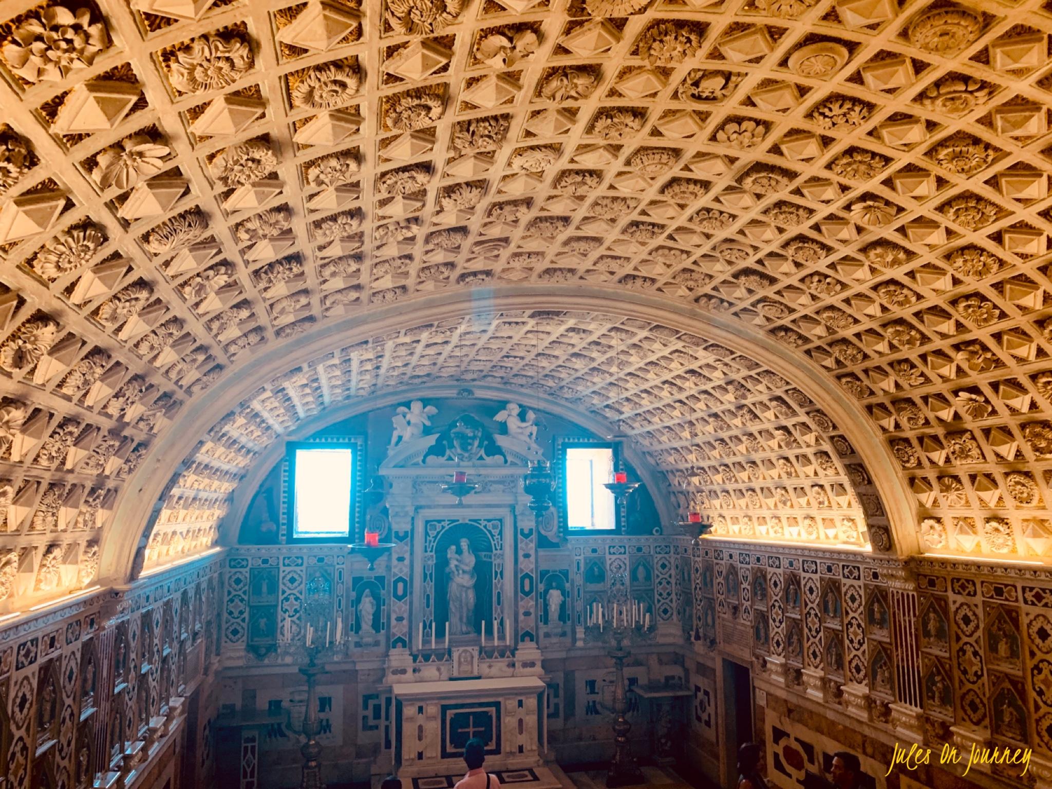Die Krypta in der Kathedrale Santa Maria di Castello