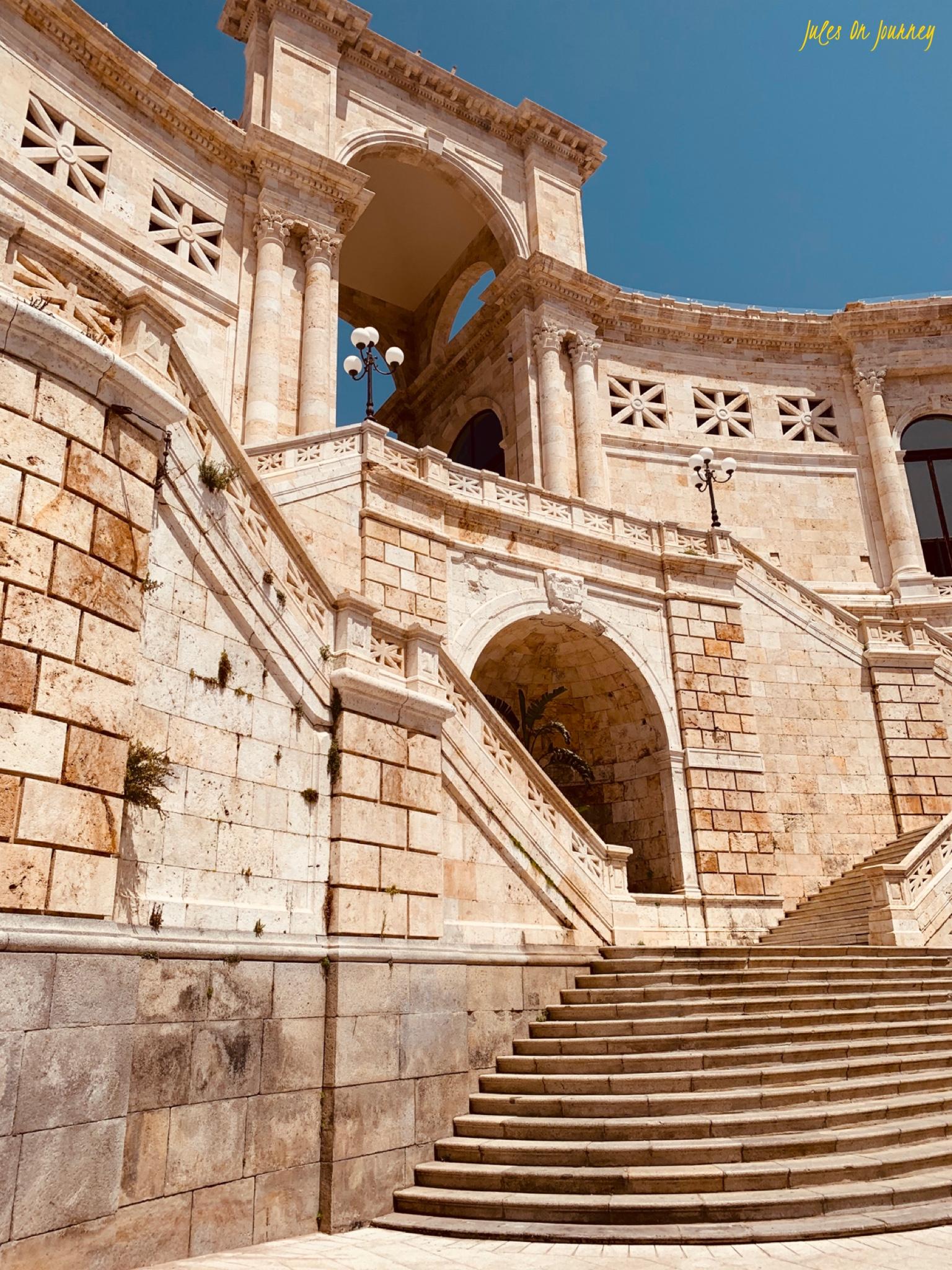 Die Bastione di Saint Remy von unten