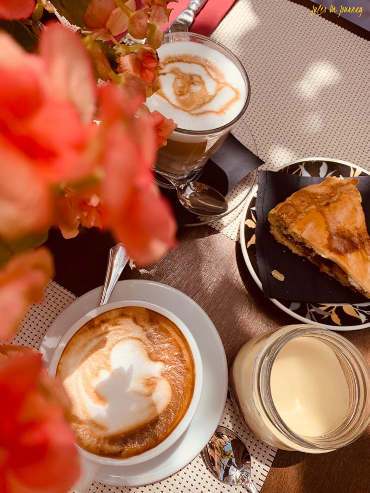 Hier haben wir eine kleine Pause bei Kaffee und Kuchen eingelegt. Lecker!