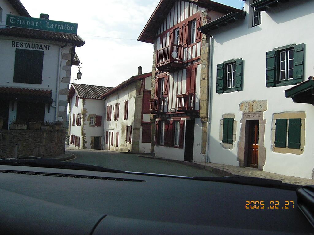 ASCAIN  une rue du village