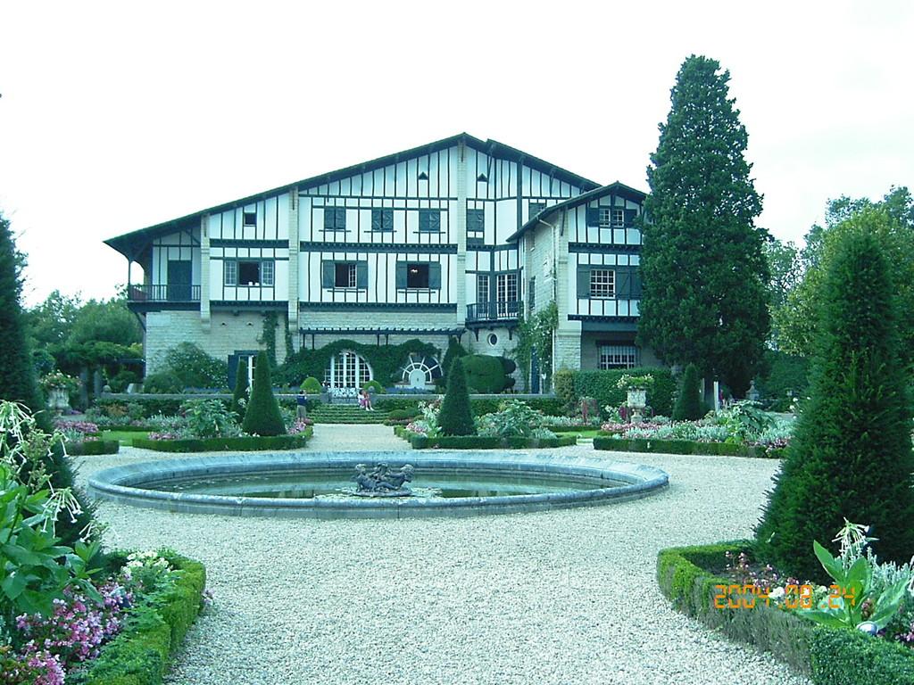 "CAMBO ""Arnaga"" maison d'Edmond Rostand"