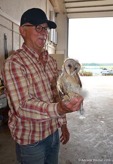 Dieter Kaus mit seinem Lieblingsvogel (Bild: A. Weidler)