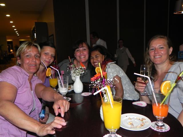 Abendlicher Drink an der Bar