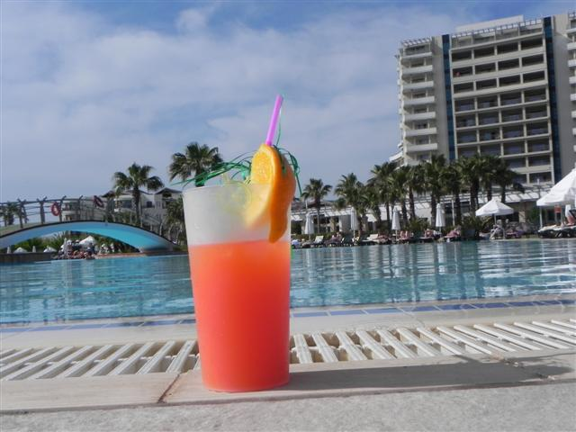 Cocktail, Pool, Sonne- was braucht man mehr??