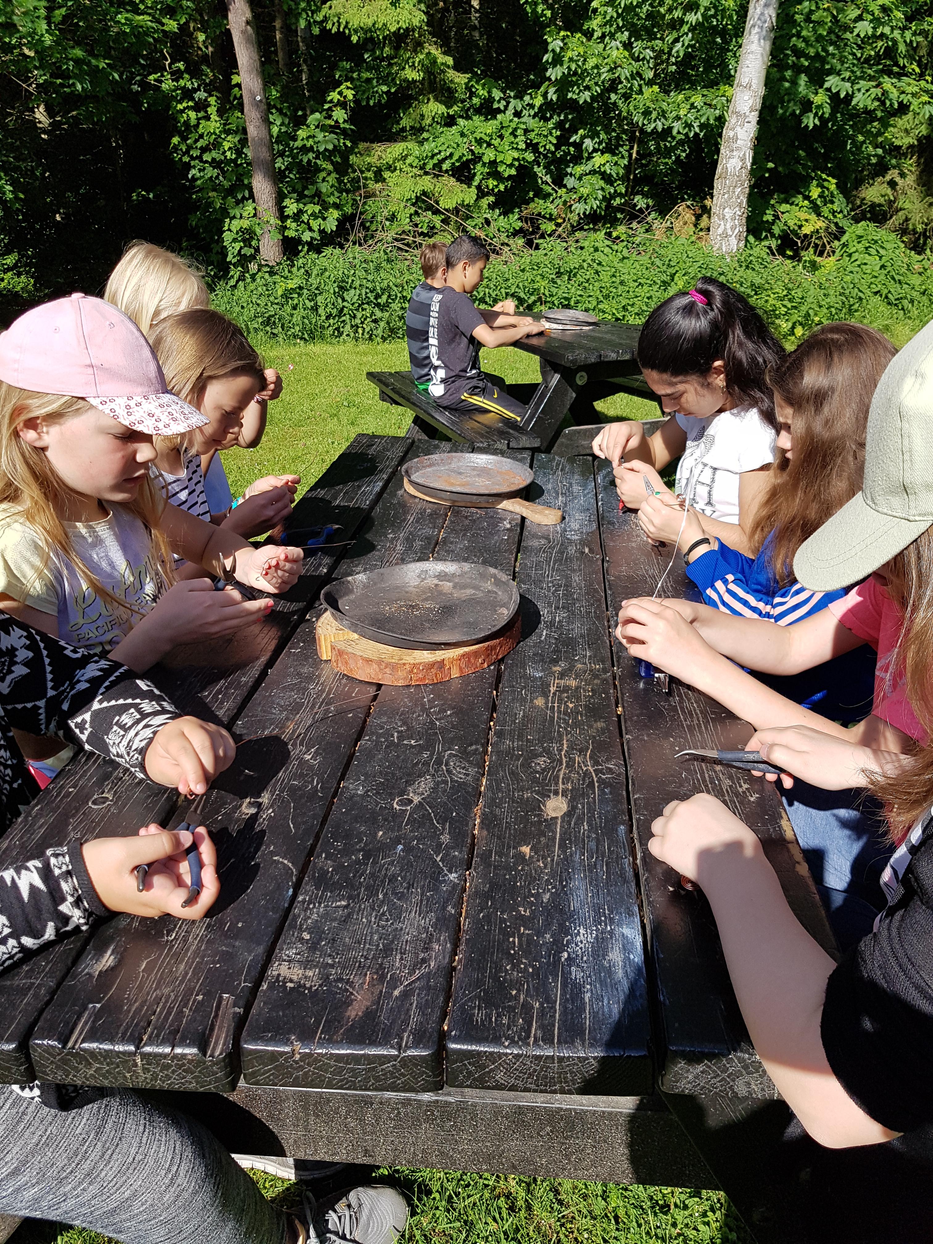 Schmuckherstellung in der Bronzezeit.