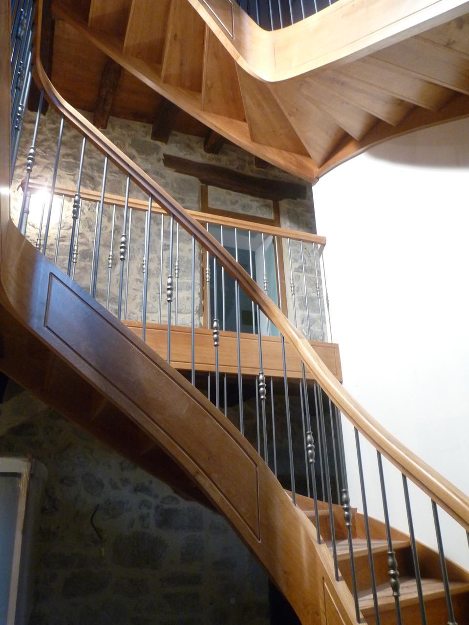 Entreprise MARTY Joël - Aveyron (12) - Escalier débillardé en chêne N°2
