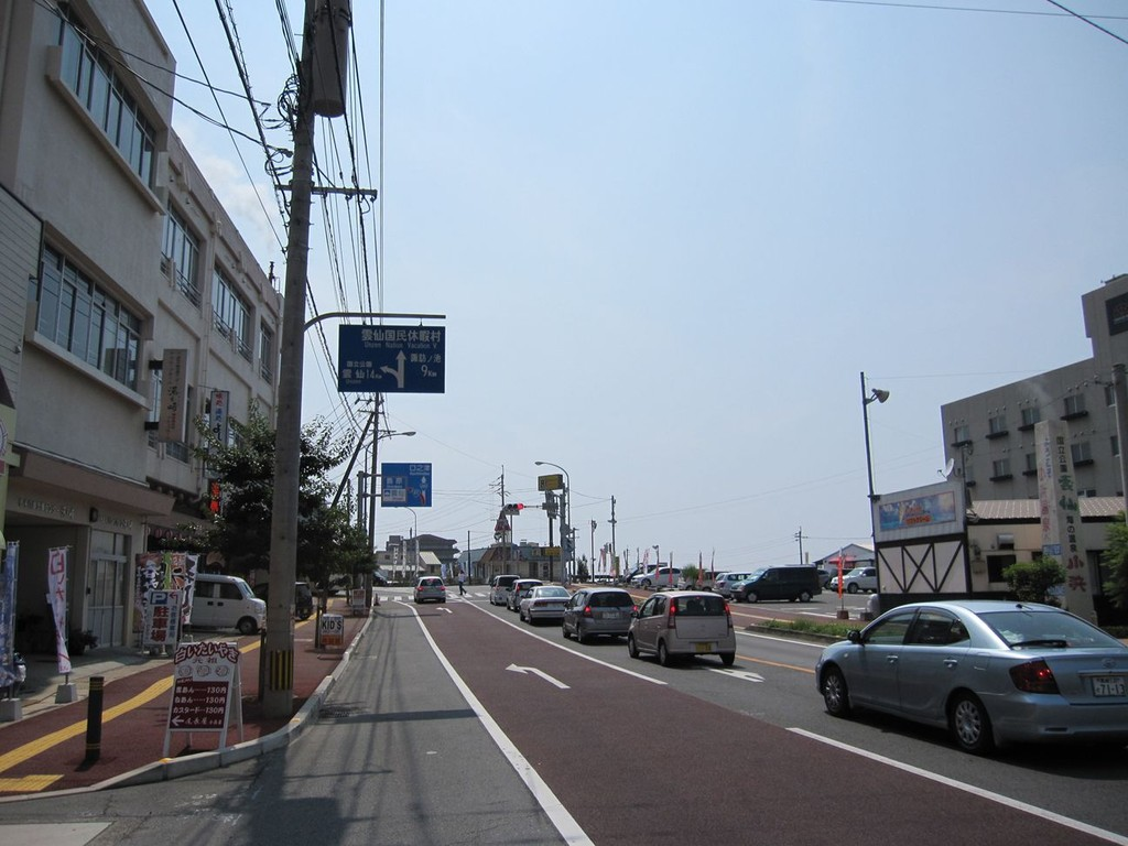 国道57号線 西登山口の交差点を加津佐方面へ直進