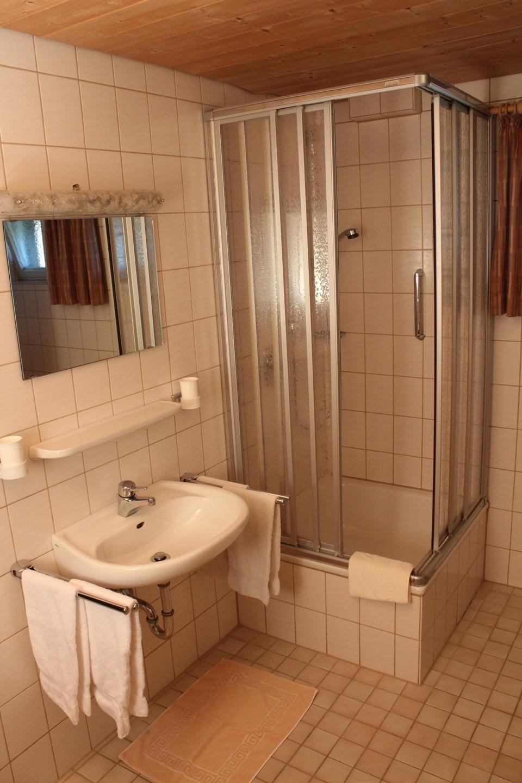 Bad + Dusche