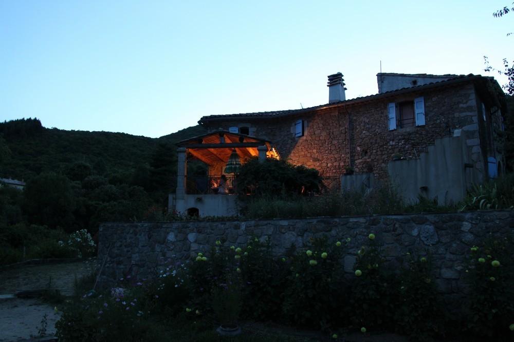 La terrasse à la nuit tombante