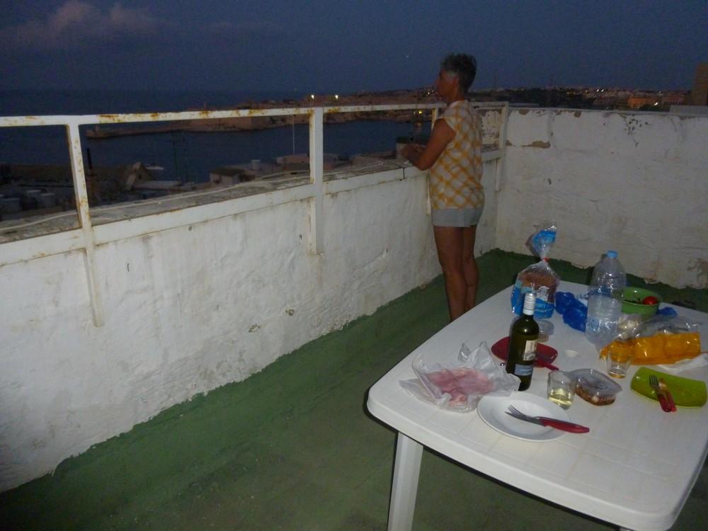 La terrasse de notre studio à La valette (tres appréciée car vague de chaleur)