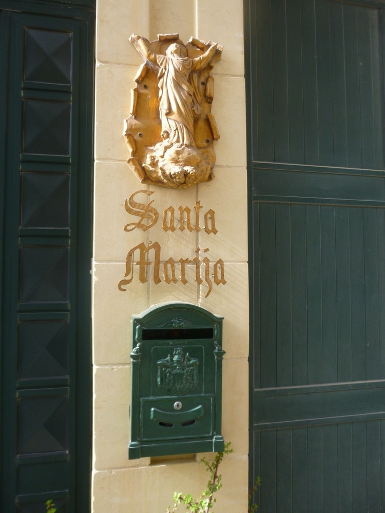 Un classique des portes : un nom , une vierge
