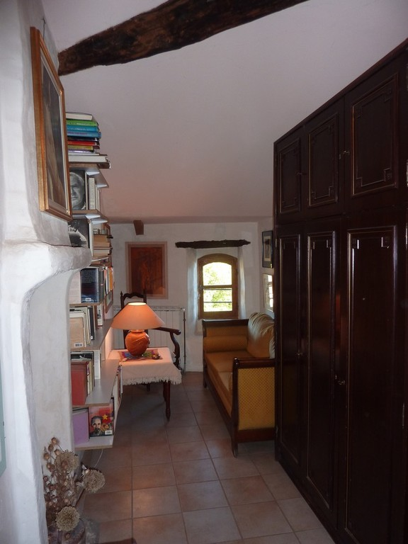 Le coin lecture du hall des chambres d'hôtes