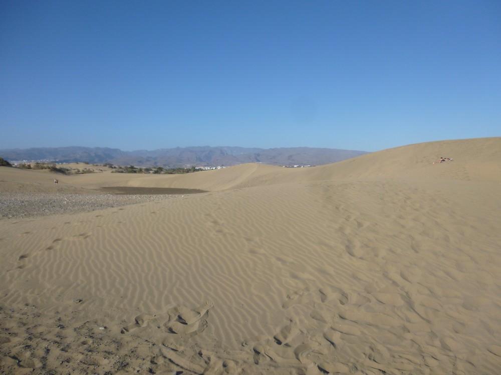 Les dunes (chercher le couple allongé)