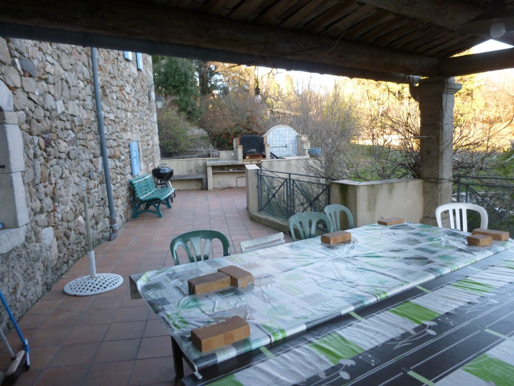 La terrasse où il est possible de manger à 40.