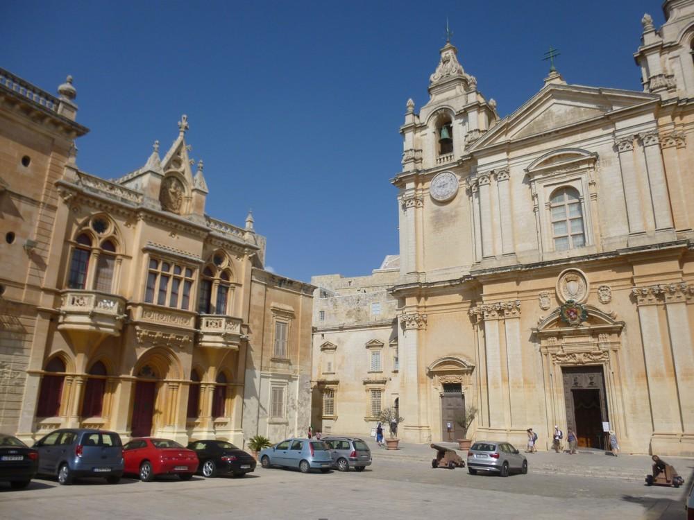 Une église (parmi d'autres) : un e seule architecture imposé par l'ordre