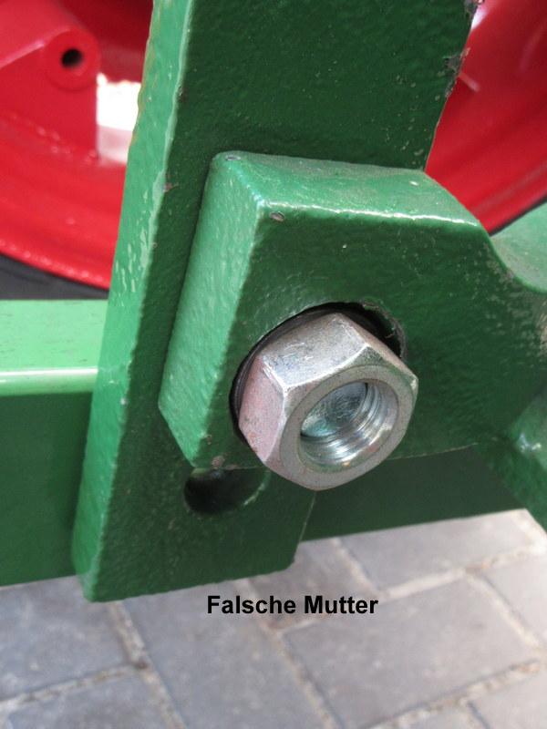 Die Schraube hält die ganze Zugmaulvorrichtung.