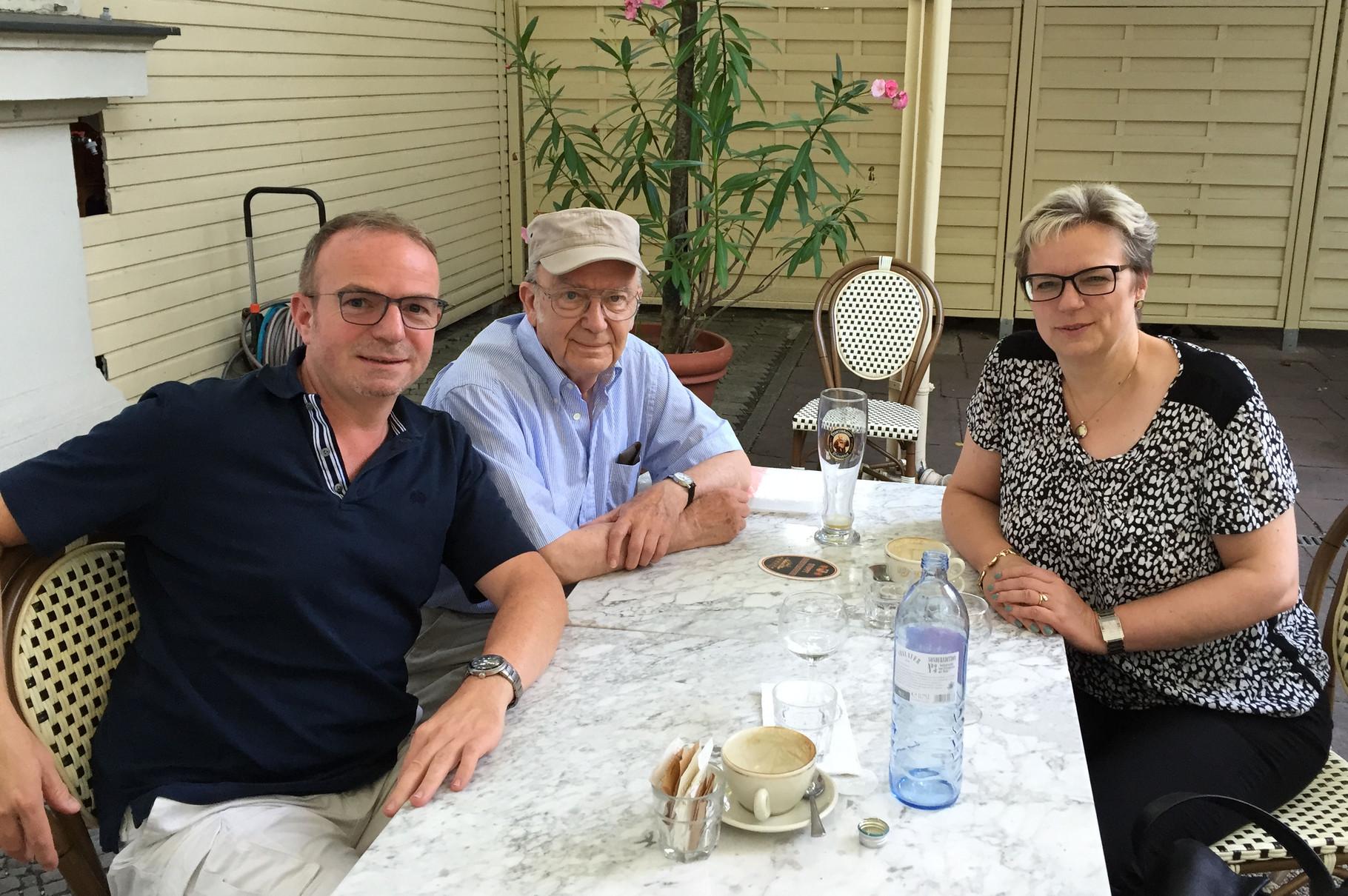 Zwischen Wolfgang Raab und Frau Elke Brandt beim Plauder-Nachmittag - Berlin 2015